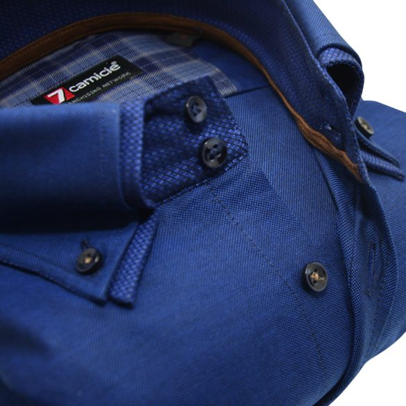 Men's blue Oxford cotton shirt with blue double collar upclose